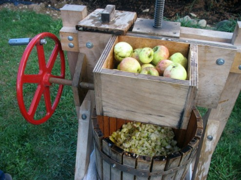 making-apple-cider.jpg