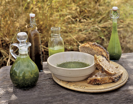 herb-oil-bread-FARMF0507-de